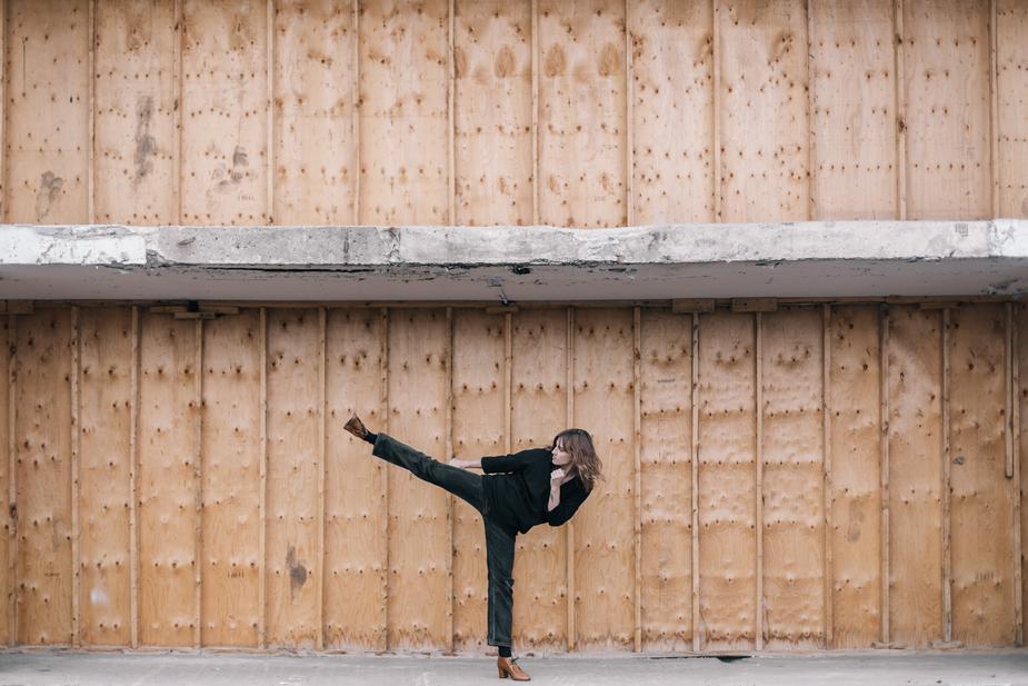 woman kicking.